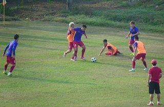 3 cầu thủ Olympic Việt Nam tập riêng trước trận đấu với Nepal