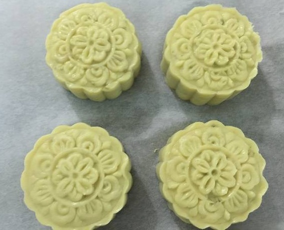Cách làm bánh trung thu nướng từ khoai lang ngon miễn chê2