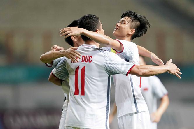 Phan Văn Đức góp công trong chiến thắng của Olympic Việt Nam