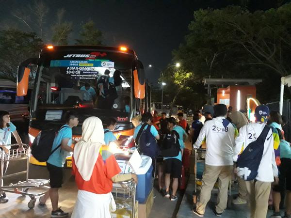 ASIAD 2018: Tuyển Việt Nam bất ngờ bị đẩy khỏi thành phố trong đêm hôm