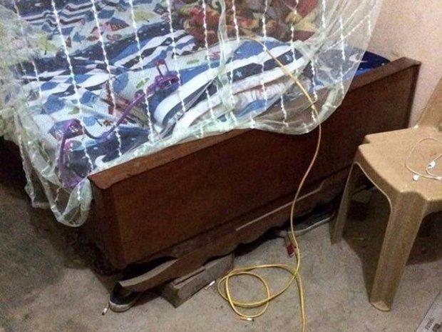 Đang ngủ, người phụ nữ bị hàng xóm tới tận giường chích điện