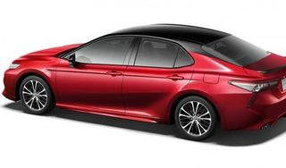 Toyota Camry ra mắt phiên bản thể thao giá từ 775 triệu