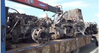 Đang khám nghiệm vụ cháy container, tổ công tác hú vía vì bị xe khách tông vào