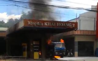 Quảng Nam: Cây xăng bốc cháy ngùn ngụt, khói đen bao trùm cả khu vực