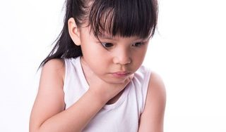 Ăn bún mọc, bé gái 6 tuổi mất mạng vì hóc dị vật