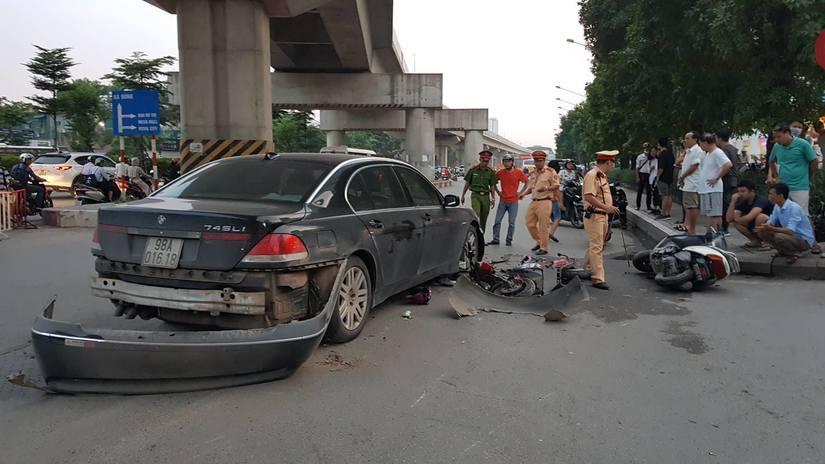 Nữ tài xế BMW gây tai nạn ở Hà Nội do quai giày vướng chân ga