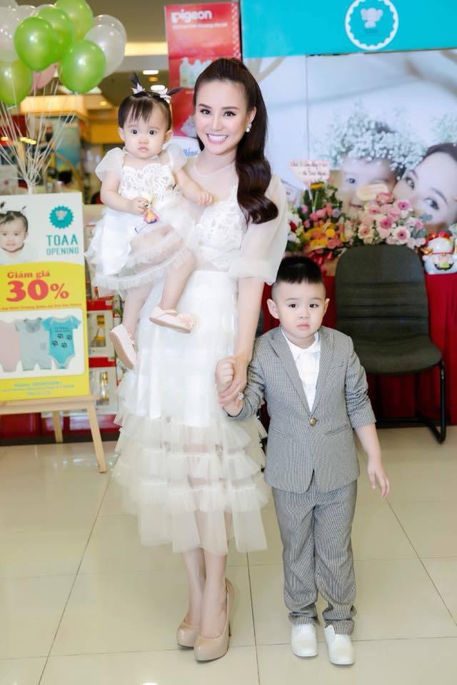 Ca sĩ Vy Oanh chăm con5