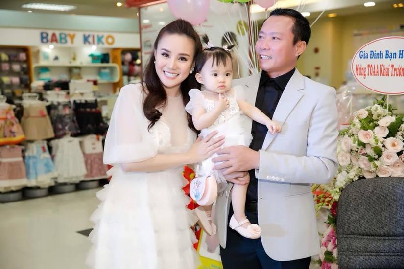 Ca sĩ Vy Oanh chăm con2