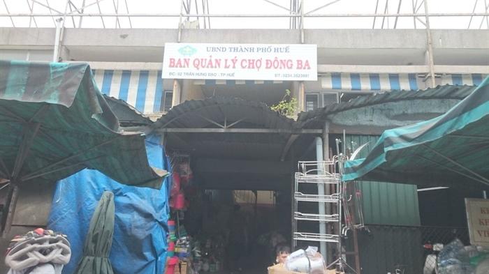 Huế: Bảo vệ chợ Đông Ba bị côn đồ đâm trúng cổ, ngã gục