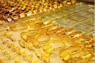Giá vàng hôm nay 25/8: USD bất ngờ tăng khiến vàng lại sụt giảm