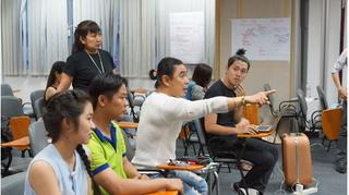 Dàn diễn viên không chuyên nỗ lực tập luyện cho vở kịch 'Chuyện nhà Dr Thanh'