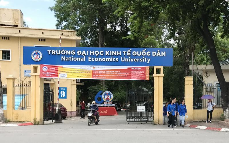 Truy tìm đối tượng đâm nữ tạp vụ trường đại học ở Hà Nội
