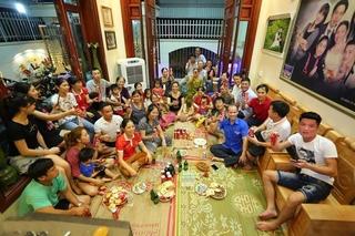 Bố mẹ Văn Toàn nghẹn lời sau bàn thắng lịch sử của con trai