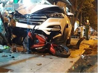 Ô tô lao vỉa hè tông 2 người tử vong, 4 người bị thương