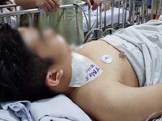Thiếu niên 13 tuổi đâm người trọng thương khi đi giật đồ cúng cô hồn