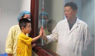 Bé trai 4 tuổi hồi sinh kỳ diệu nhờ được ghép lá gan của bà nội