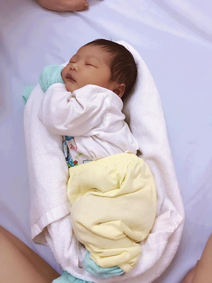 Mẹo ru bé ngủ ngay trong 30 giây chỉ bằng 1 chiếc khăn 2