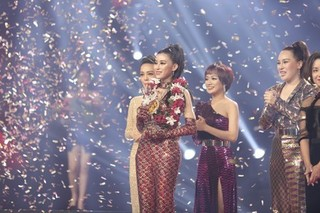 'Cô gái triệu view' Trần Ngọc Ánh đăng quang Giọng hát Việt 2018 là ai?