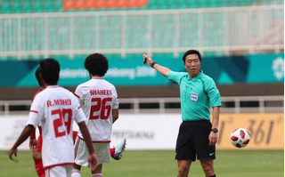 CĐV Hàn Quốc yêu cầu thủ tưởng xử trọng tài bắt ép Olympic Việt Nam