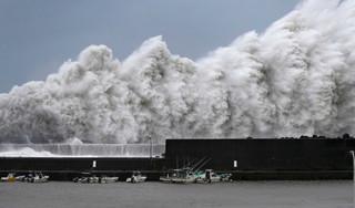 Siêu bão Jebi tràn vào Nhật Bản, cảnh tượng kinh hoàng