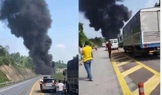 Xe bồn chở xăng nổ như bom, cháy rụi sau khi va chạm với xe con