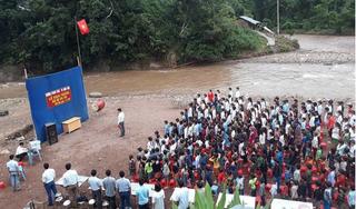 Ứa nước mắt với lý do trường Nậm Ngà phải tổ chức khai giảng bên bờ suối