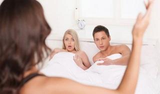 Vợ bị bồ của chồng chê nhà quê, không biết dùng đồ công nghệ