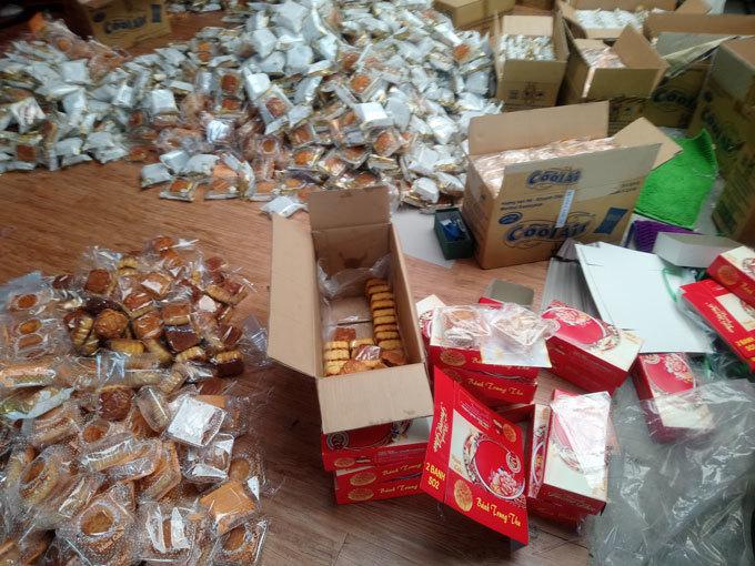 Hàng nghìn bánh trung thu tặng trẻ em nghèo không rõ nguồn gốc