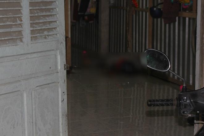 Bị truy sát trong đêm, thanh niên chạy vào nhà dân rồi gục chết
