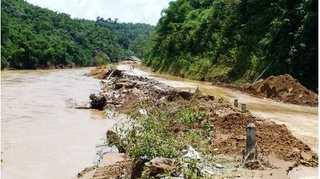 Chuyển 32.000 lít xăng dầu từ Hải Phòng qua Lào tiếp tế cho Mường Lát