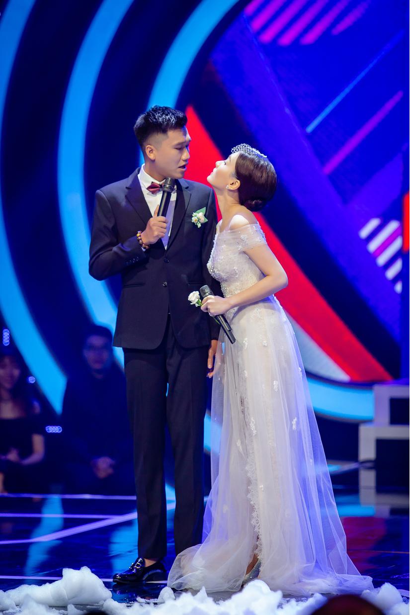 Mr Cần Trô và Bảo Thanh quậy tưng trên thảm đỏ VTV Awards - Sắc màu 2018