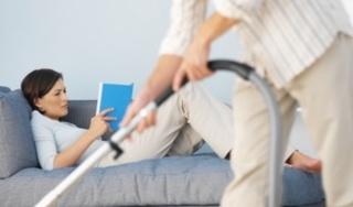 Đàn ông chăm làm việc nhà sẽ làm giảm ham muốn của vợ