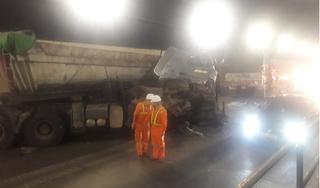 Xe đầu kéo bất ngờ quay đầu tông nát cabin xe tải giữa hầm Hải Vân