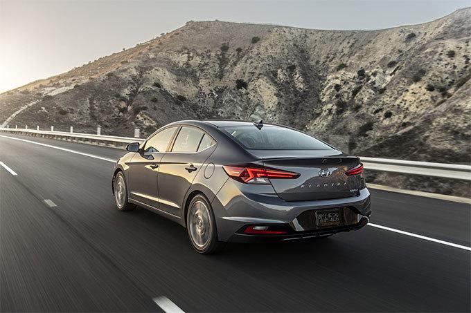Hyundai Elantra 2019 đẹp lung linh ra mắt với giá từ 400 triệu4