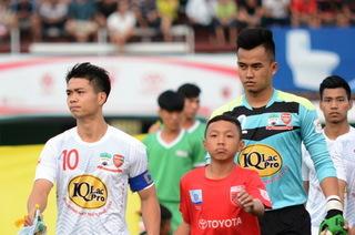 HAGL mất bộ đôi ngôi sao trong trận đấu với đội bóng của HLV Miura