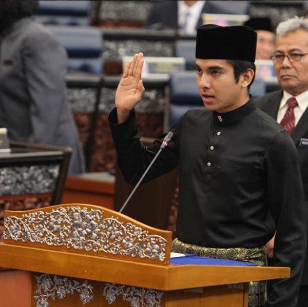 Ngắm bộ trưởng trẻ nhất Malaysia, đẹp trai như tài tử