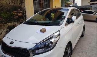 Đỗ xe trước cửa nhà, tài xế nhận 'tâm thư' đầy thâm thúy