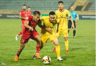 CLB Nam Định đá 'chấp tây' trong cuộc đua trụ hạng V.League