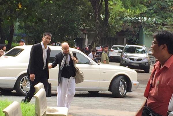 Đặng Lê Nguyên Vũ vui vẻ tới tòa hòa giải ly hôn , Đặng Lê Nguyên Vũ