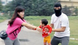 Hải Dương: Nghi vấn người phụ nữ ăn xin vào nhà bắt cóc trẻ em khiến dư luận xôn xao