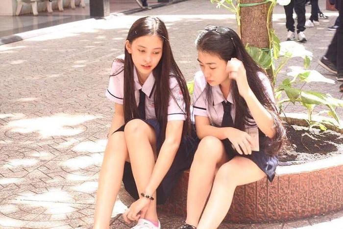 Ảnh tân Hoa hậu Tiểu Vy trong trang phục học sinh đốn tim dân mạng4