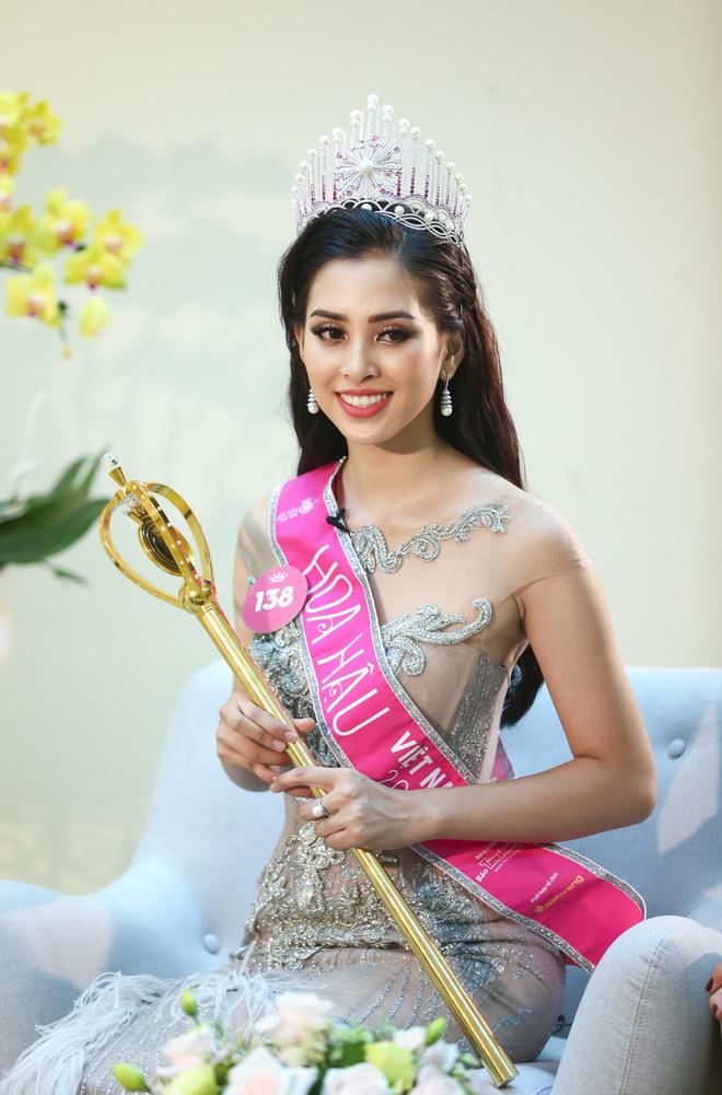 Hoa hậu Trần Tiểu Vy và những câu trả lời ngây thơ, chân thật của tuổi 18