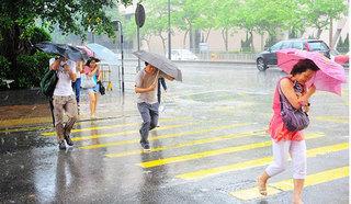 Ngày mưa bão cần làm ngay những điều sau để phòng tránh cảm lạnh