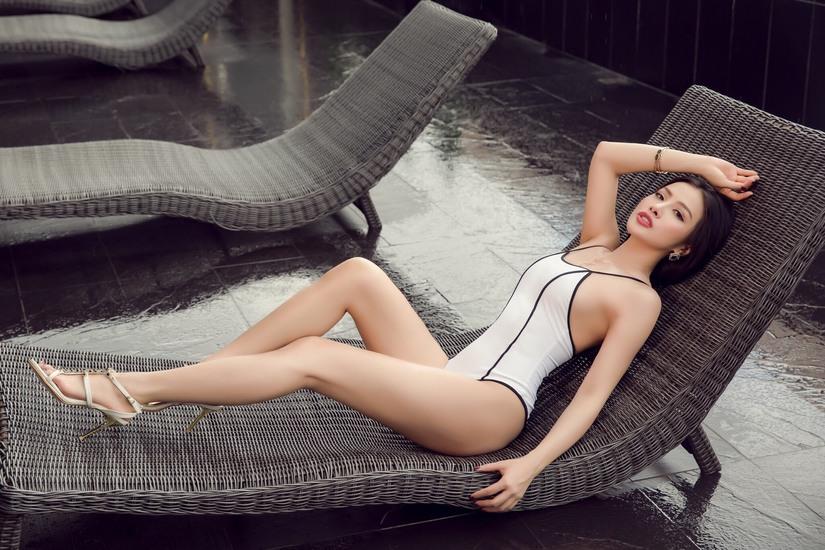 Yaya Trương Nhi diện bikini khoe 3 vòng sexy