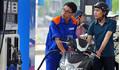Giá xăng dầu hôm nay 19/9: 'Trèo' lên ngưỡng giá 70 USD/thùng