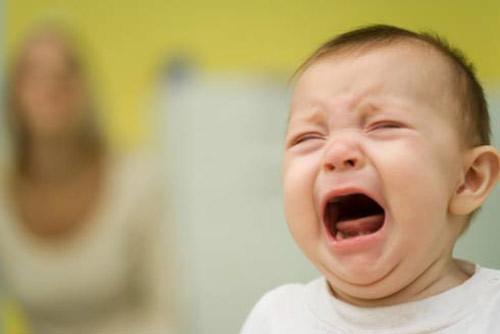 Để con khóc đến co giật và bất tỉnh: Cảnh tỉnh đến các bà mẹ 'cho con tự nín'
