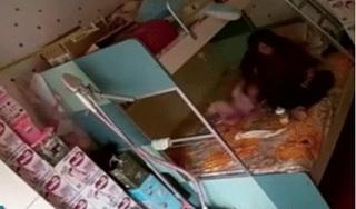Bảo mẫu bịt khăn kín mặt bé gái 7 tháng tuổi rồi bạo hành  gây phẫn nộ