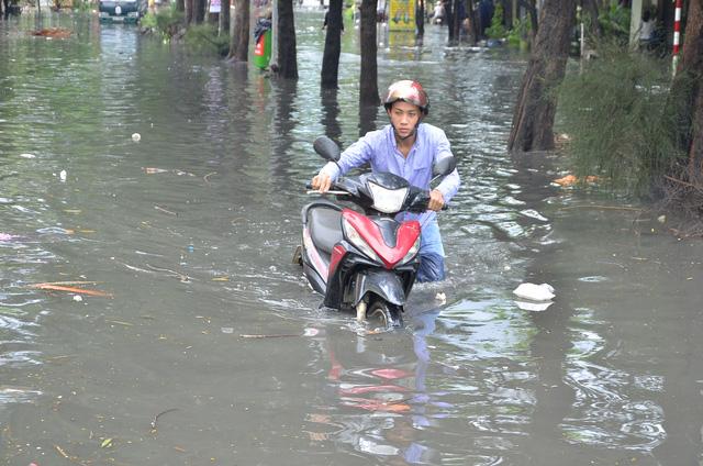 Nhiều bất thường tổ chức thầu tại dự án chống ngập đường Kinh Dương Vương bằng máy bơm