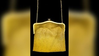Vô tình nhặt được túi xách bằng vàng trị giá cả một gia tài