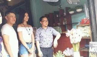 Hoa hậu Tiểu Vy diện đồ năng động, thân thiện khi đi ăn tại Hội An